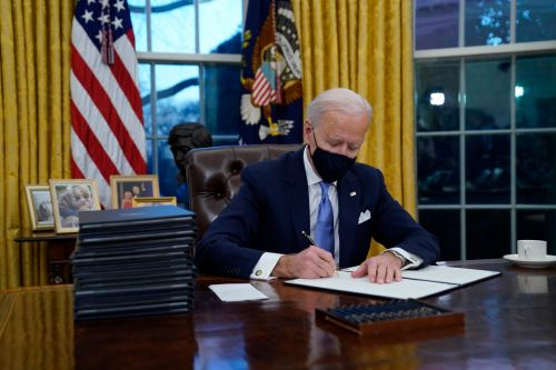 Biden to sign 10 executive orders aimed at turning around the pandemic