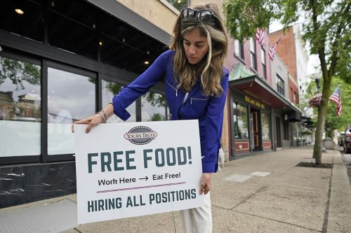 U.S. adds modest 559,000 jobs, a sign of more hiring struggles