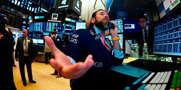 One market expert says flashing recession signals mean 3 years of negative returns for stocks - but he has a strategy that could still make investors a killing