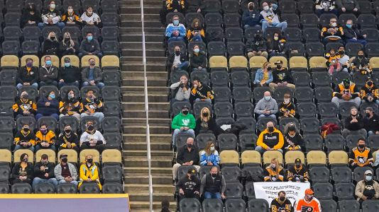 Penguins will still require all fans to wear masks at playoff games