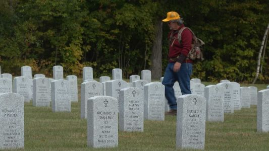 This man spent a day thanking all 3,200+ laid to rest in a veterans' cemetery for their service