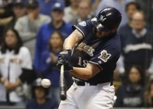 AP source: Moustakas, Brewers nearing deal for $10M