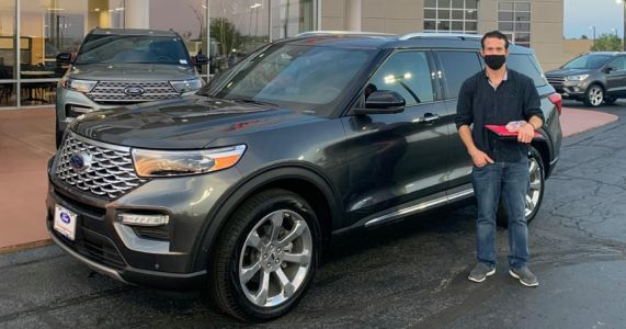 Man accused of buying $58K SUV with stolen ID, posing for photo at Kansas City dealership