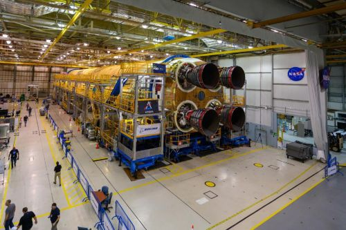 NASA's 1st SLS Megarocket Core Stage for the Moon Has Its Engines