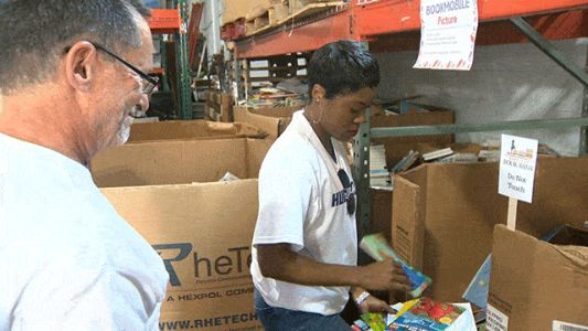 Baltimore Ravens, volunteers participate in 'Huddle for 100' day of service