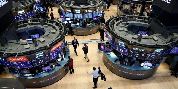 US stocks mixed as investors weigh strong jobless-claims data against rising global virus cases