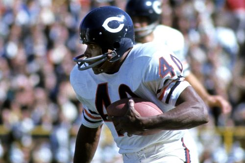 Gale Sayers, legendary Bears running back, dead at 77