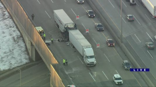 Driver seriously injured in 2-semi crash on NB I-294 near 87th Street; major delays