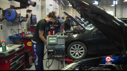 Students in auto tech program weeks away from graduating