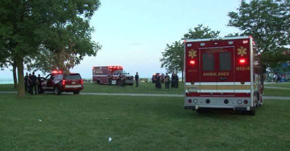 1 dead, 1 rescued from Lake Michigan