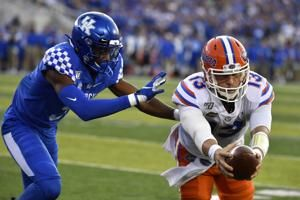 Florida QB Feleipe Franks leaves game with right leg injury