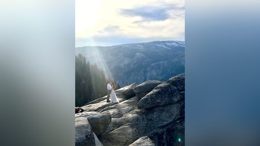 Woman asks internet to help identify couple in gorgeous Yosemite engagement photo