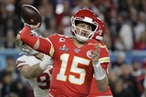 Patrick Mahomes signs 10-year, $450 million extension with Chiefs for richest deal in NFL history