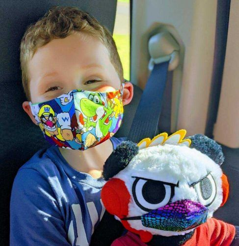 Iowa mother-daughter duo make thousands of masks for community