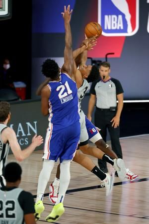 Milton's late trey carries 76ers past Spurs