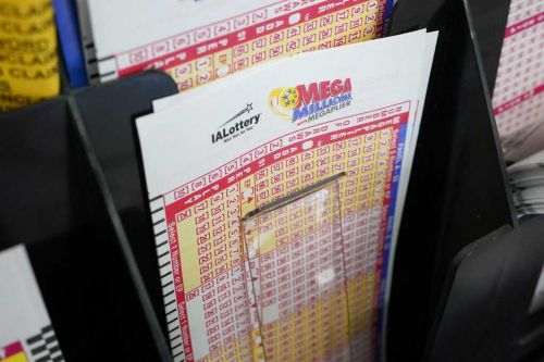 Powerball jackpot rises to $730 million; Mega Millions hits $850 million
