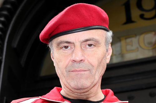 Guardian Angels founder Curtis Sliwa fractures jaw fighting off Soho looters