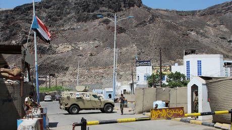 Yemen PM returns to Aden under deal with southern separatists