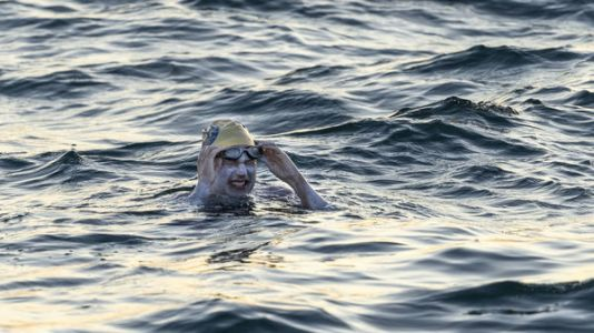 American Becomes 1st Person To Swim English Channel Four Times Without Stopping