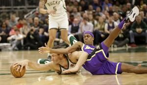 Bucks beat Lakers 115-101; Antetokounmpo, James sit out