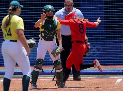 US softball team beats Australia, sets up likely title rematch with Japan