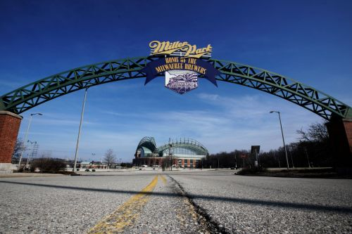 Cardinals-Brewers game postponed after two St. Louis players reportedly test positive for COVID-19