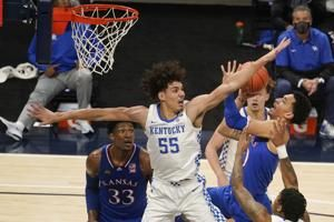 No. 7 Kansas overcomes offensive woes, beats No. 20 Kentucky