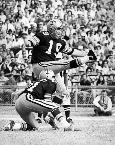 Ex-NFL kicker Tom Dempsey dies from coronavirus complications, family says