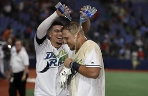 Lowe's homers in 11th, lifts Rays into 2nd wild card