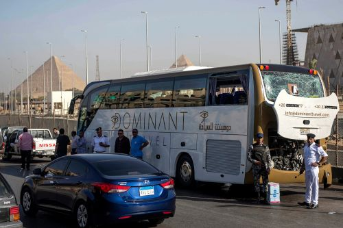 Bomb hits tourist bus in Egypt near Giza Pyramids