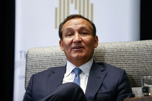United Airlines CEO Oscar Munoz, who bungled 'bloodied' passenger, is finally leaving