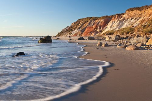 Flying to Martha's Vineyard and Nantucket is surprisingly cheap this year as wealthy people look for summer escapes