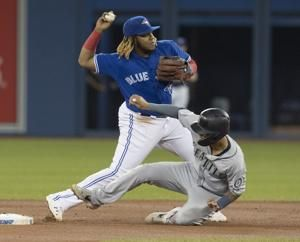 Jays rookie Guerrero leaves game with sore left knee