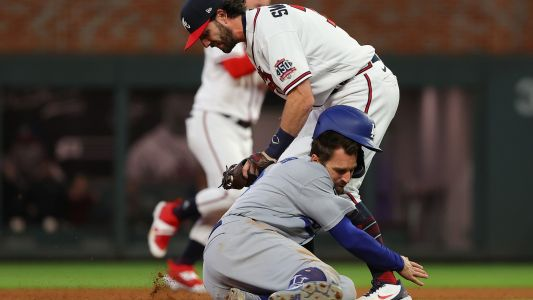Dodgers' Chris Taylor commits costly baserunning miscue in 9th before Braves' walk-off win in NLCS Game 1