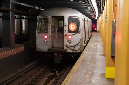 Brooklyn straphanger attacks woman who intervened during attempted theft