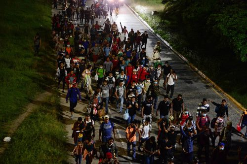More than 1,000 US-bound Honduran migrants enter Guatemala illegally
