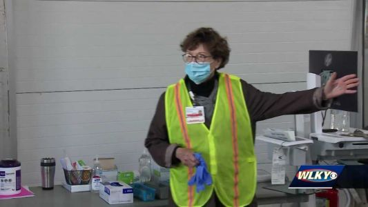 Retired nurses return to work to help with vaccine clinic in Louisville