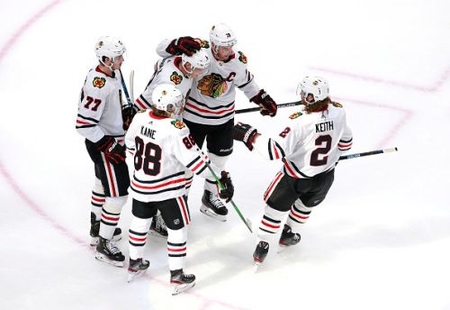 After nearly 5 month break, Blackhawks' offense erupts in Game 1 win over Oilers