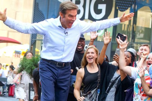 Dr. Oz gets fans screaming and more star snaps