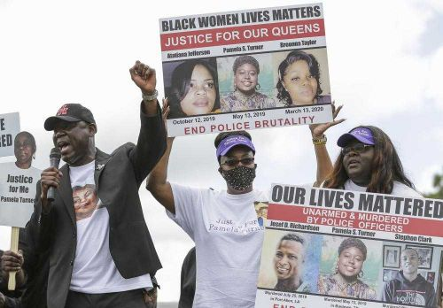 Breonna Taylor's family attends rally in Houston to show support for Pamela Turner