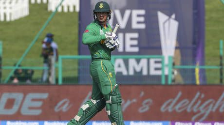 'I am not a racist': South African cricket star De Kock relents over refusal to take a knee, apologizes to teammates