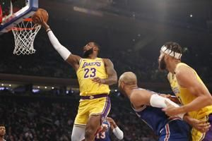 James closes on Kobe, Davis has 28 as Lakers beat Knicks