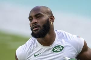 AP source: WR Crowder agrees to renegotiated deal with Jets
