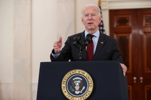 Biden marks 500,000 COVID deaths, vows 'nation will smile again'