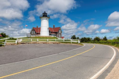 Beauty & history shine in tour of Bay State lighthouses