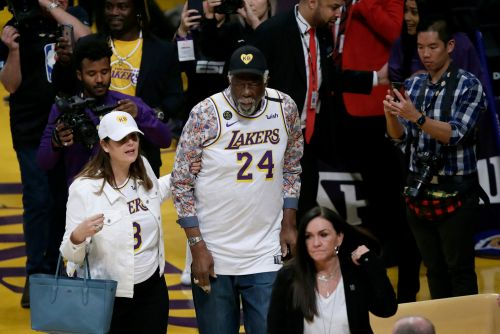 Celtics legend Bill Russell wears Kobe Bryant jersey to Lakers-Celtics game
