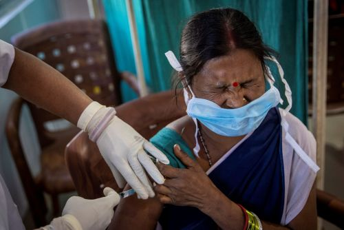 India has begun the world's largest vaccination drive, as it gears up to carry out 300,000 inoculations a day