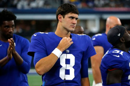 Daniel Jones named Giants starting quarterback as Eli Manning benched