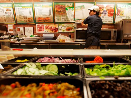 Subway is hiring 40,000 workers this month as the chain attempts to return to pre-pandemic hours