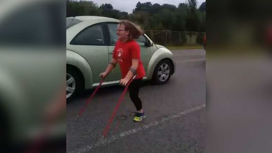 HEARTWARMING VIDEO: 13-year-old with one leg finishes 5K race with a smile